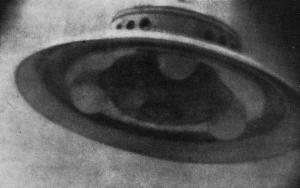Photograph Adamski supposedly took of a flying saucer he encountered in the mid-1940s.. From: http://ovni007.tripod.com/id83.html
